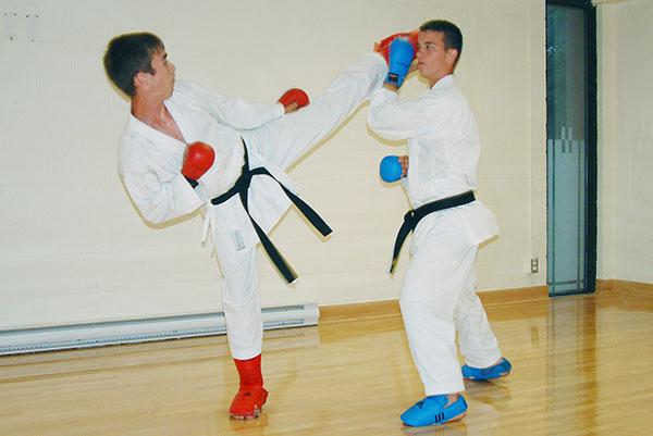 Cours compétition - Écoles de karaté Sankudo